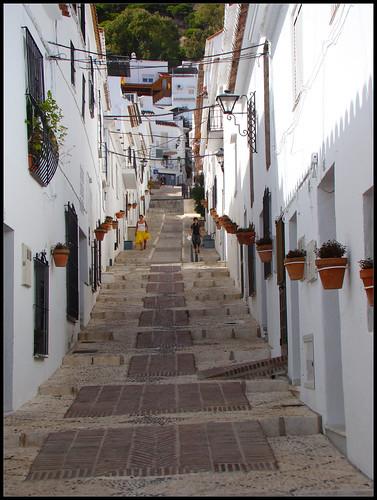 Calle típica andaluza en Mijas