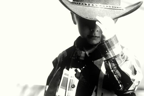 フリー写真素材, 人物, 子供, 少年・男の子, カウボーイ, 帽子・キャップ, モノクロ写真,