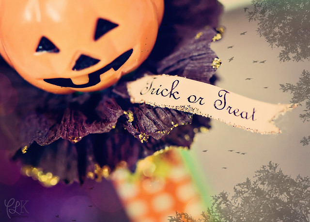 "Fall is Here! 2010 Freebie Download: ""Trick or Treat!"""