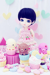 sweeties (Cyristine) Tags: yellow ball paper miniatures cupcakes doll heart clay kawaii belle sweets bjd rement jointed lati takochu