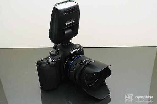 Samsung_NX10_flash_22