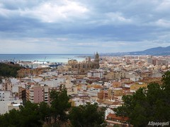 Málaga desde el Monte Calvario (ASpepeguti) Tags: españa andalucía spain olympus andalucia costadelsol andalusia malaga viernessanto málaga alandalus zd1454mm e410 montecalvario semanasanta2009 aspepeguti ciudadgenial satorgettymomentos