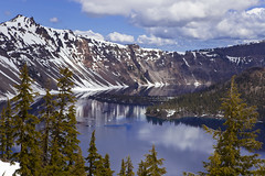 Crater Lake and Wizard Island (seryani) Tags: usa mountain lake snow reflection nature oregon america reflections landscape us nationalpark scenery view wildlife reflejo vista craterlake craterlakenationalpark