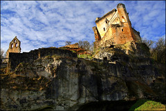 Chteau de Commarque (Pemisera) Tags: castle fort dordogne medieval fortaleza prigord chteau castillo castell perigord moyenge aquitaine commarque midleage chteaudecommarque aquitnia dordonya rocchecastelli rocchefariecastellicastleslighthosesbelltowers pemisera fortesse