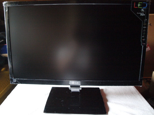 LG E2360V TFT-LCD-Monitor: Die Front by lgblog_de
