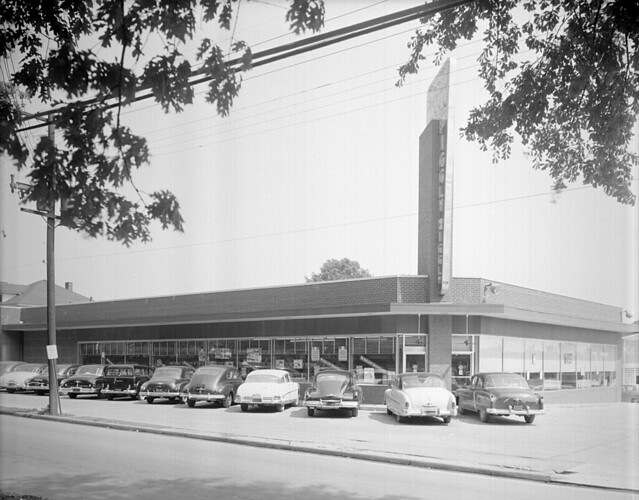 N_53_15_4052 Piggly Wiggly Exteriors About 1952