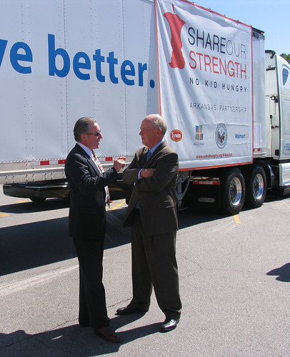 FNS Southwest Regional Administrator Bill Ludwig talks with Billy Shore, Executive Director of Share Our Strength, following a press conference in Little Rock, Arkansas.