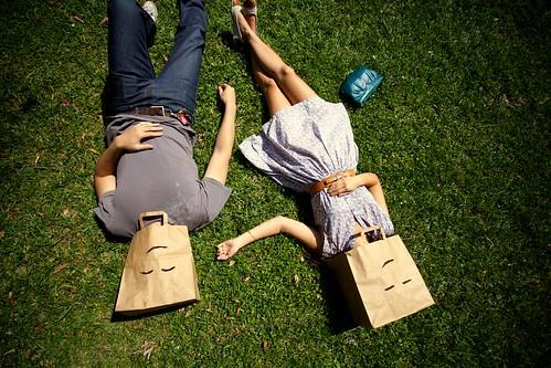 フリー写真素材, 人物, カップル・恋人・夫婦, 寝転ぶ, 笑顔・スマイル,