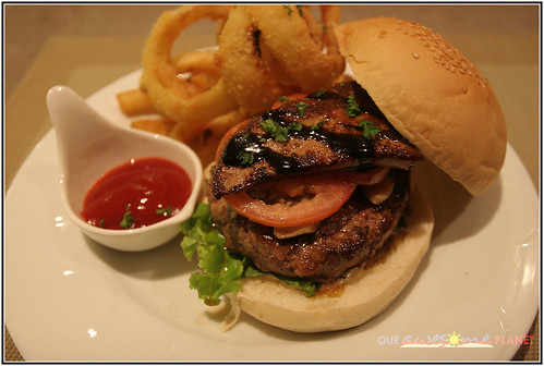 Myron's Burger- US Angus Foie Gras Burger (P695)