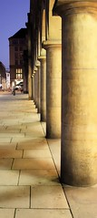 Säulen Altmarkt DD (fluppe86) Tags: light shadow night licht dresden nightshot nacht columns architektur column schatten beleuchtung nachtaufnahme säulen säule lichtundschatten säulenreihe altmarktdresden
