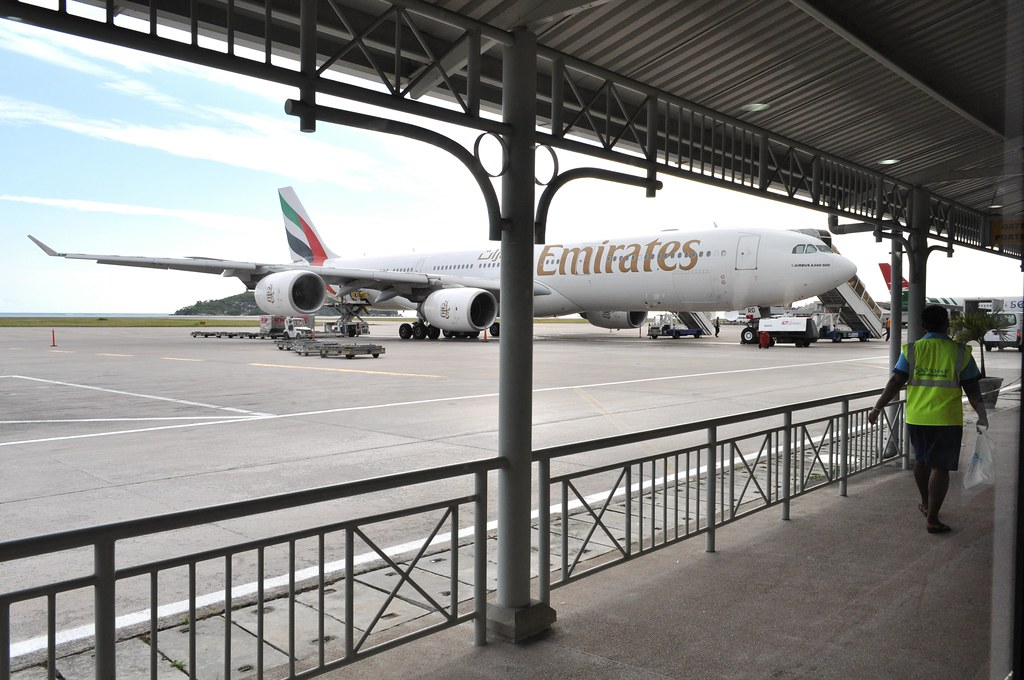 Only halal meals on Emirates? Airbus A340 at Mahe / Seychelles International airport
