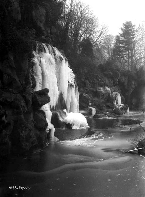 cascade du Bois de Boulogne gelée à Paris le 19 janvier 1914