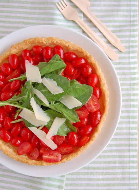Tomato, arugula and grana padano tart / Torta de tomate, rúcula e grana padano
