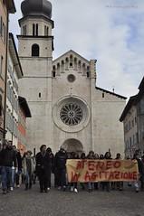 Al Duomo (quicksilv3r) Tags: italia novembre università trento duomo slogan ateneo proteste trentino manifesto 2010 lettere studenti manifestazione viaverdi sociologia corteo bassi urla auletta ddl agitazione gelmini quicksilv3r m3rcur1u5 atenei dellai universta trentoanomala