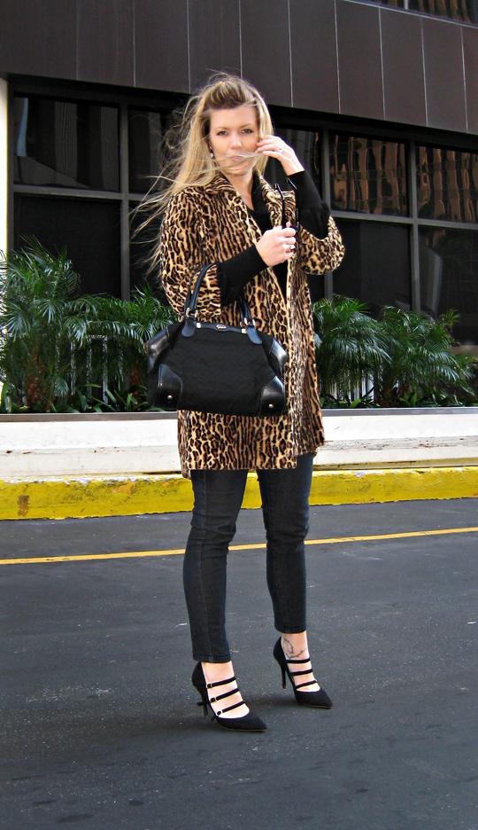 black and leopard+faux vur leopard coat+vintage gucci bag