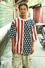 american flag shirt (the foreign photographer - ฝรั่งถ่) Tags: man american flag shirt camouflage shorts khlong thanon portraits bangkhen bangkok thailand canon kiss