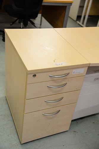 Desk high ped E75