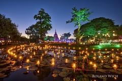 Sukhothai - Loi Krathong (Rolandito.) Tags: asia south east southeast thailand thailande sukhothail candles lake loi krathong festival light lights lichterfest celebration dusk twilight evening night nightfall abend nacht illumination illuminated