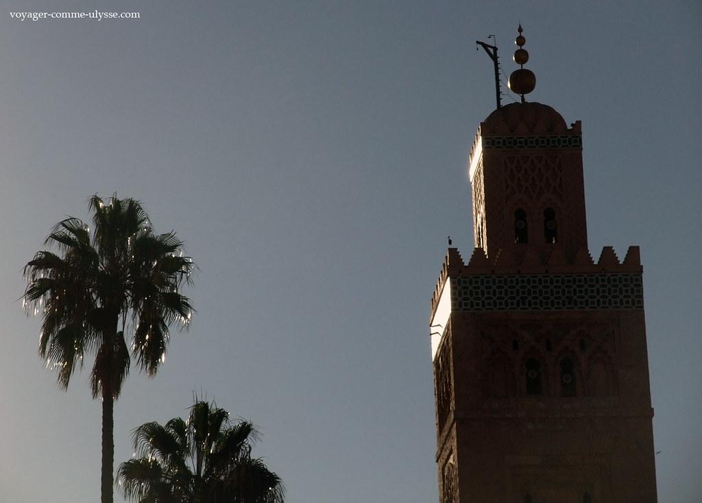 Minaret refletant le soleil