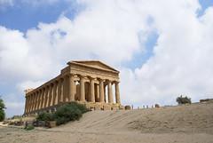 Sicilia (Ails!) Tags: blue sky verde green nature beauty clouds temple nuvole desert natura cielo simplicity azzurro shrubs sicilia bellezza deserto tempio cespugli semplicitsicily