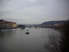 Praga (Roxanne_Aya) Tags: panorama alberi fiume praha praga ponte vista nuvoloso moldava battelli