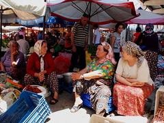 Market life. (Joel Jefferies) Tags: turkey chat market bazaar turkish ep1 mobformat11crowd