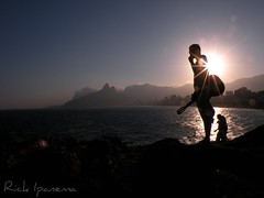 Somewhere Over the Raimbow in Ipanema Beach (.**rickipanema**.) Tags: brazil portrait music brasil riodejaneiro retrato praiadeipanema ipanema iz arpoador violo wow1 pedrasdoarpoador rickipanema brazil2014 somewhereovertheraimbow brasil2014 nikoncoolpixp80 rio2016 sunsetinipanemabeach sunsetinarpoador pordosolnapraiadeipanema arpoadorstones israelizkamakawiwoole musicinrio musicinbeach
