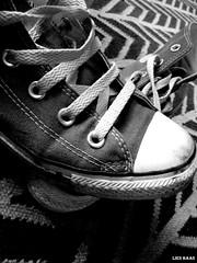 Slick Sneakers (LiesBaas) Tags: ikea wool carpet photo pix foto picture pic sneakers canvas plastic rug zwart wit allstars 2010 grijs wol shoelace laceup tapijt zwartwitfotografie schoenveters liesbaas gympoen allstarbyconverse allstarbyliesbaas viezegympen aanrijgen
