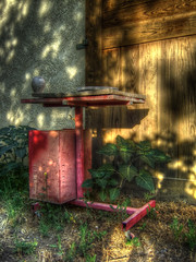 Red Workbench and Pot - HDR