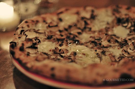 Crimini mushroom pizza