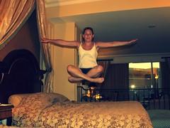 bed jumping (Art Urbain) Tags: up eos rebel hotel jump jumping lasvegas lol nevada flash hey zen suite picnik hotelroom saut sauter bedjumping thevenetian 500d hauteur arturbain lhaut eos500d canoneos500d suitedeluxe jumpingon rebelt1i eosrebelt1i canoneoskissx3 zenwomen womenzen womenbedjumping