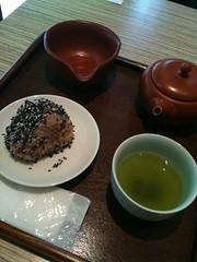 お茶はほぼ飲み放題なんだね。素敵なサービス!八十八茶房。