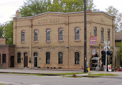 old city hall, Jordan MN 9by: William Wesen, creative commons license)