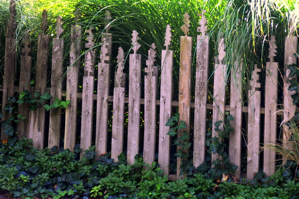 Crazy jigsaw fence