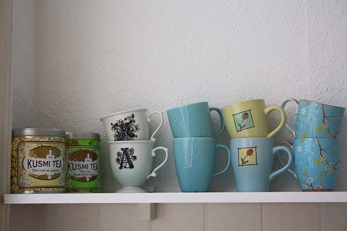 Mugs_in_the_kitchen