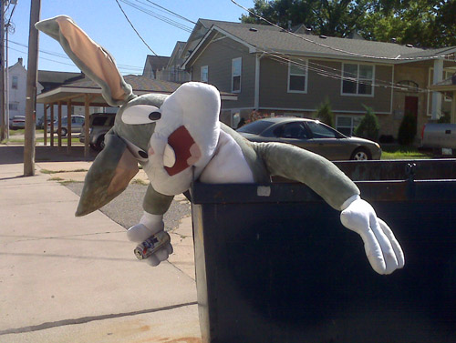bugs-bunny-in-dumpster