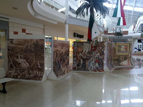Mexican bicentennial decorations at Galerías Atizapán