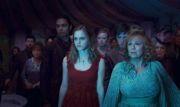 Thumb Emma Watson with a red dress in Harry Potter and the Deathly Hallows: Part 1