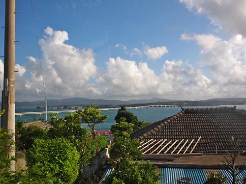 古宇利島の高台から古宇利大橋を望む