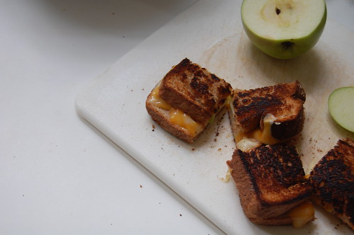 Grilled apples and cheese