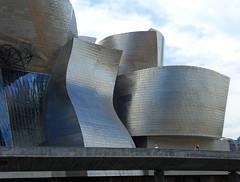 Bilbao - museo Guggenheim (fotomie2009) Tags: españa museum architecture spain bilbao espana guggenheim museo espagne frankgehry bizkaia vasco architettura euskalherria euskadi bilbo moderna spagna paísvasco paesi país bizcaia baschi titanio vasconia