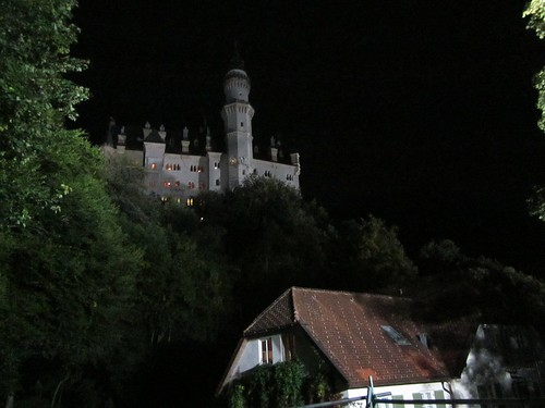 Newschwanstein at night