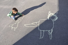 De craie et d'ombre (MMarsolais) Tags: apple children chalk kid nikon child drawing dessin enfant craie pomme d90