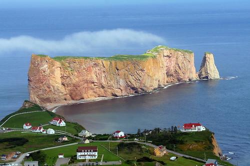 Le Rocher Percé et son village