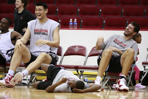 September 26th, 2010 - Yao Ming, Brad Miller and other players have a big laugh at Rockets training camp Sunday afternoon
