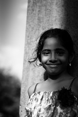 Jasmine. (SebastianDelgado) Tags: portrait india white black blanco canon children rebel 50mm chica retrato negro sombra wb nia contraste sonrisa hermosa inquieta gritona bophal peuqea 1000d