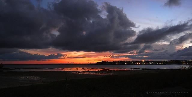 夕暮れ(玉城の浜辺)