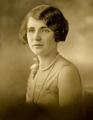f_1920sbeauty2 (ricksoloway) Tags: photohistory vintagephotos foundphotos antiquephotos photographica vintagebeauty vintagewomen phototrouvee 1920swomen