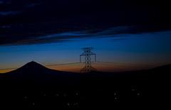 Waking up (Rod Anzaldua) Tags: light tower azul dawn volcano wire mexicocity torre ciudad cable amanecer popocatepetl ciudaddemexico volcan