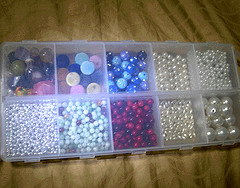 Box of pearl, stone and other type of big beads